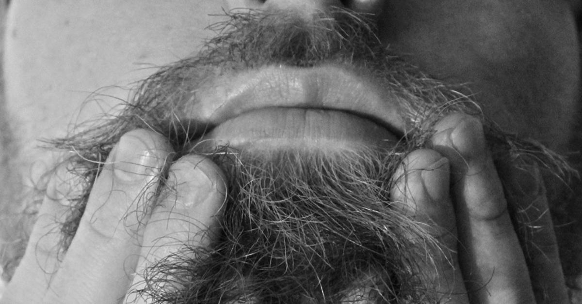 Co wcierasz sobie w brodę, czyli kompendium wiedzy o olejkach do brody.